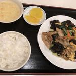 興安楼 - きくらげと豚肉と卵炒め定食@700円
