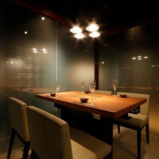 ガラス半個室