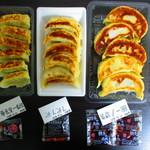 105542767 - 持ち帰りで購入した、3店舗の『餃子』。