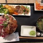 魚助食堂 - お刺身盛り放題丼とおかずバイキングの定食