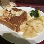 珈琲館 くすの樹 - チーズ・カレー・トースト