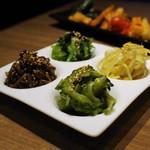焼肉レストラン ロインズ - ナムル盛り合せ