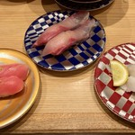 すし辰 - エンガワ塩レモン、サーモン、活〆ハマチ