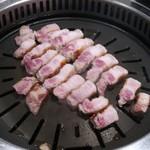 熟成肉専門店 ヨプの王豚塩焼 -