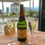 105559198 - まずはスパークリングワインで乾杯♪