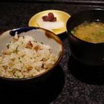 神楽坂 鉄板焼 向日葵 - ガーリックライス、蟹出汁の味噌汁、香の物
