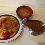 キッチン クック - 料理写真:カツドライカレー(少なめ)と味噌汁