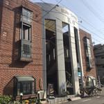 105561544 - このビルにお店があります