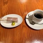 ザ ホームラン バー - ランチのコーヒーとクーポン特典のプチデザート(ホームランバーと野球ボール型チョコレート)