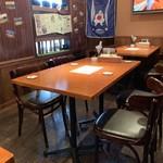 ザ ホームラン バー - テーブル席