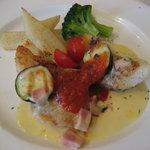 10557608 - メイン   白身魚となすトマトクリームソース
