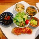 105570432 - ●薬膳スープNEOご膳 1,580円                       メイン+小鉢2種選択。サラダ。