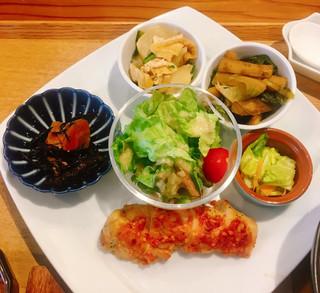 ネオ ガーデン カフェ - ●薬膳スープNEOご膳 1,580円 メイン+小鉢2種選択。サラダ。