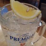 ぎょうざの満洲 - これがスーパーチューハイ320円の厚切り檸檬だっ!