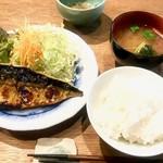 まめや - 塩鯖定食。塩鯖以外は上品な薄味。ご飯は柔らかめ。全体に優しい感じの料理でした。