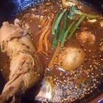 GOYEN - 煮込みチキンカレーのアップ