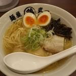 105582032 - あご出汁鶏そば(塩味)味玉入り850円