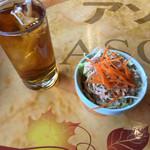 アソカ・アジアン・ファミリー・レストラン - サラダとドリンク