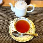 ミルポワ - 紅茶はポットで2杯分