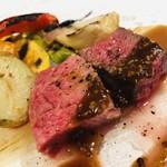 105591815 - アンガス牛ランプ肉 背脂を使ったグリル ヘーゼルナッツのソース ラディッキオ