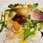 105591821 - サクラ肉のタルターラとウニ ベリーのソース サラダ添え