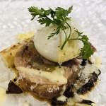 105591824 - フランス産ホワイトアスパラのソテー フランス産ホロホロ鶏 フォアグラと牛蒡詰め ポーチドエッグ ヨーグルトと蕗の薹のソース