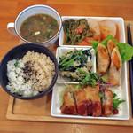 HAO - 料理写真:ご飯+スープ+4種類の惣菜