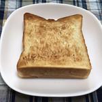 105597605 - トースターすると、小麦の甘い香りをより味わえます。