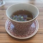 長崎トルコライス食堂 - スープがつきます。この陶器も素晴らしい。