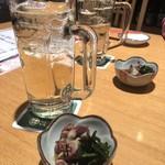 SUSHIと海鮮居酒屋 まるなみ - ハイボール お通しはホタルイカ酢味噌和え