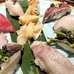 SUSHIと海鮮居酒屋 まるなみ - 地魚握り反対側からパチリ