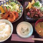ジョイハウス - サイコロステーキと小エビフライ定食