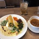 ディムのスリランカカレー - スペシャルカレープレート 1,100円 野菜カレーにチキンカレーを選択