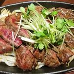 三ツ星屋台 - 牛肉のステーキ