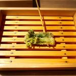 天ぷら串ともつ鍋 奥志摩 - タラの芽の天ぷら