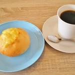 ブーランジェリー サクラ - 料理写真:ドリンクセット(500円+税)、ブレンドコーヒー、ダブルチーズロール