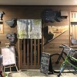105647699 - 祇園にしてはかなりフランクな店構え。若者に人気がある。