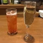 105647700 - スパークリングワインとおまかせカクテルで乾杯