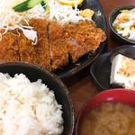 とんかついいとも - 料理写真:ロースかつ定食 ¥990税込