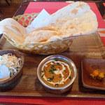 インド・ネパール料理 KUMARI - ダール756円 ナン、サラダ、カレー、ティッカがセットミャ