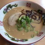 博多金龍 - 料理写真:とんこつラーメン