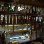 ラージャスターン2 - いろんな酒がと見ていたら半分から瓶
