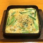 鉄なべや とん太 - とん太一番人気のニラ玉390円