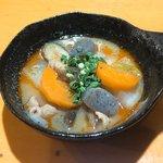 鉄なべや とん太 - もつ煮390円