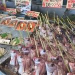 魚太郎 浜焼きバーベキュー - 鮮魚類の串打ち味付け、ホイル包みやります。