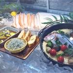 魚太郎 浜焼きバーベキュー - 真鯛のパエリア(季節限定)しらすのアヒージョなど