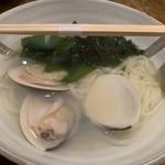 玉屋KITCHEN - 蛤と新若布の稲庭うどん 800円。