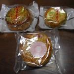 華正樓 - (左から)中月餅、栗月餅(小)、桜花月餅