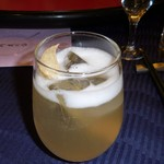 赤坂 四川飯店 -  四川飯店自家製のジンジャーエールです。ジンジャーの葉を入れて味わう、夢のジンジャーエールでした。