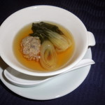 赤坂 四川飯店 -  七谷鴨の芳酵黄金スープです。七谷鴨は京都産で、優しい味わいが特徴です。